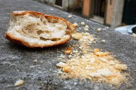 pezzo di pane con bricciole